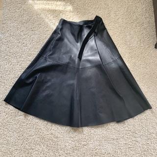 ATONのレザーのスカート