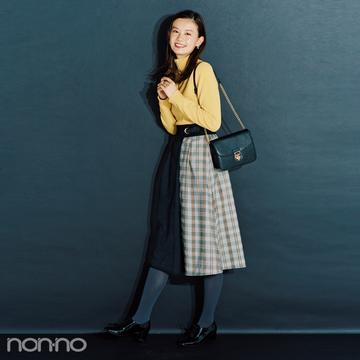 ハッピー感満点のイエローニットは変形スカートで女らしさ強調【毎日コーデ】