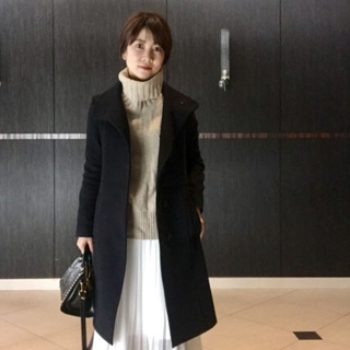 冬コーデに抜け感を演出!白のプリーツスカート
