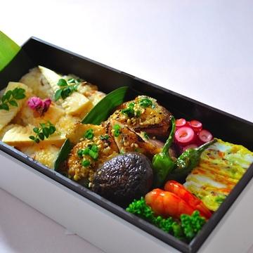前庭のキッチンカ―では、本館2階の人気レストラン「ラー・エ・ミクニ」の「特製お花見弁当」(1500円)も提供 ※メニュー内容は変更する可能性あり