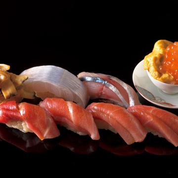 極上の鮨を求めて 海の幸の宝庫 福岡・富山の名店五選