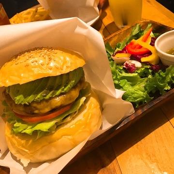 フォトスポットも♡新宿御苑で本格ハンバーガーが食べられるお店