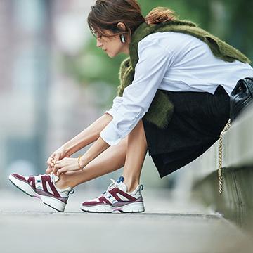 流行継続のボリューム感を今っぽい色や素材で!洗練モードなスニーカー【秋を先どる大人靴】