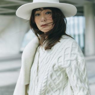 「きれいな白」アイテムで真冬のコーディネートに華やぎを!