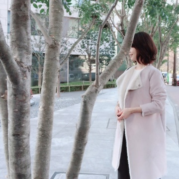 冬色コートでカジュアルな「手ぶらコーデ」