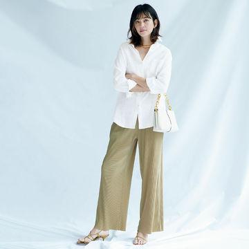 リラクシーな中に女らしさを感じさせて「Deuxième Classe」のリネンシャツ&プリーツパンツ