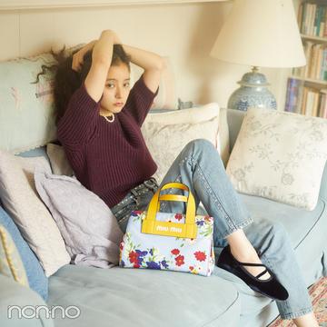 ミュウミュウの秋新作バッグは、デニムコーデに持ちたい。【20歳からの名品】