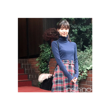 新川優愛のレディなチェックスカートスタイルが可愛すぎ!【毎日コーデ】