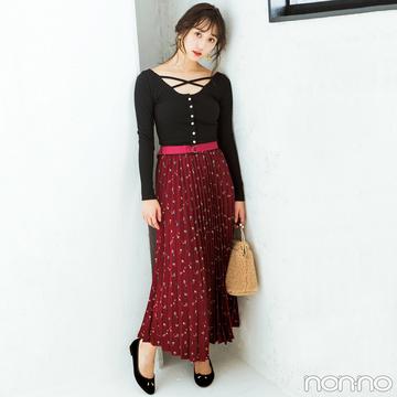 フェミニンな小花柄スカートをデザインニットで色っぽく【毎日コーデ】