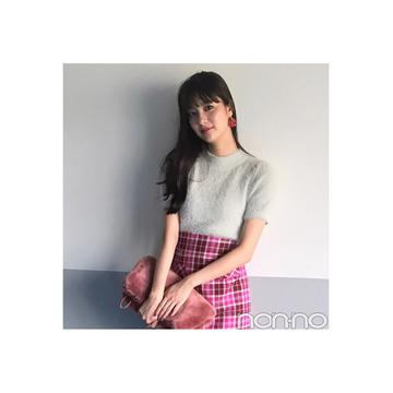 新川優愛はチェックスカートを色っぽく着こなし【毎日コーデ】