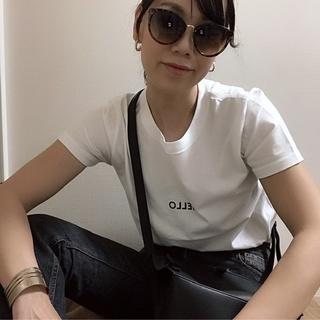 なんとなく難しい白TシャツもロゴTならオシャレになる!