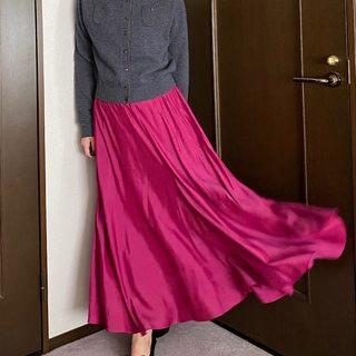 秋は何着る?全身コーデに「夏っぽ素材」スカート投入!