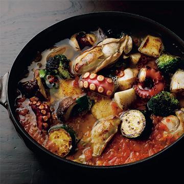 """魚介のダシにトマトを加えてコクをプラス! """"海鮮鍋""""【絶品鍋レシピ28days】"""