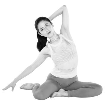 股関節をほぐし、おなかまわりを引き締める「座ったままバレリーナ」【おしり筋伸ばし】