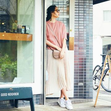 初夏の足もと、頼れるトリオを発表!「茶サンダル、白スニーカー、銀の靴」 五選