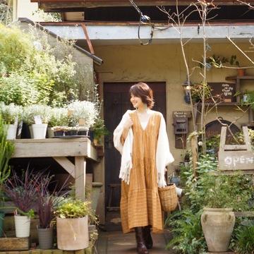 リラックススタイルで近所の草花屋さんへ