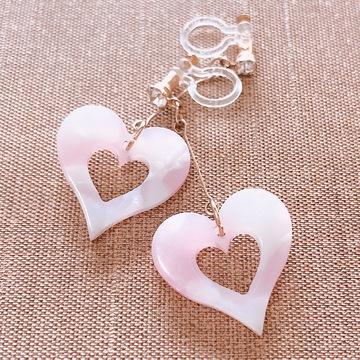 ピンクのハートイヤリングでいつもの私に甘さをプラス♡