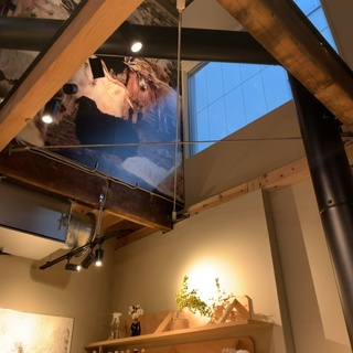 兜町のコーヒースタンドSR。ストックホルムの繊細なコーヒーと音楽やアートも感じる素敵な空間。