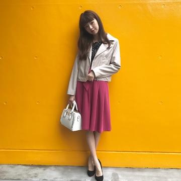 鈴木優華は可愛げピンクスカートをライダースで大人にシフト!【毎日コーデ】