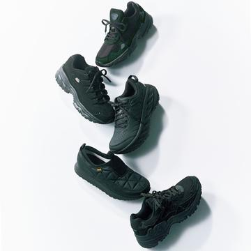 大人が気負わず履ける「オールブラックスニーカー」5選【アラフィーの黒ショートブーツ&黒スニーカー】