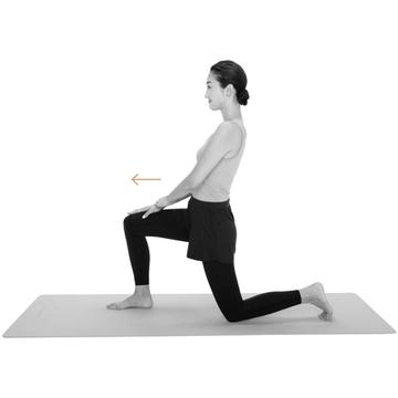 【骨盤を整えるストレッチ4】「片膝立ち腰伸ばし」で股関節まわりと太ももの筋肉を伸ばす!