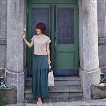 フォレストグリーンのスカートをはいてBARへ