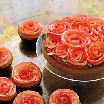 信州りんごのおいしさが香る『アップル&ローゼス』のタルトケーキ【最大級に気分が上がるお取り寄せ】