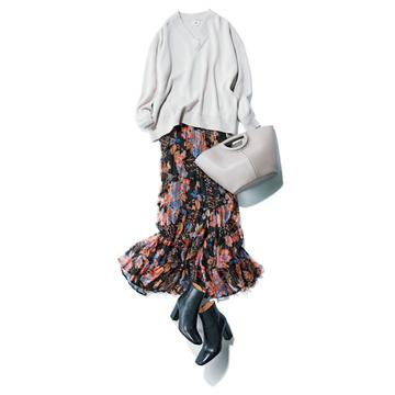 ゆったりニット+フェミニンマキシスカートで大人のかわいげを【秋の品格ワンツーコーデ】