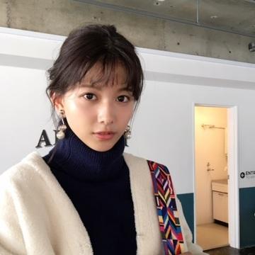 渡邉理佐は冬アウターをバッグでスタイルUP♡ 【毎日コーデ】