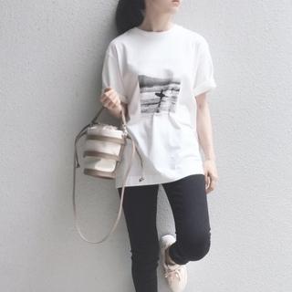 白Tシャツ×デニムをもっとおしゃれに見せる着こなしって?