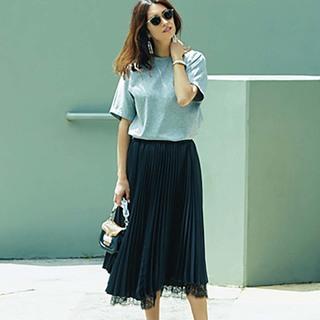 夏後半に、さりげなく素敵をかなえてくれる「ベーシックカラーの華スカート」