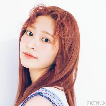 IZ*ONEの前髪アレンジ★ ミンジュがカールアイロンで前髪巻きを公開!
