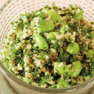 冷凍枝豆でさっとつくれる! パセリ、キヌア、枝豆のサラダ