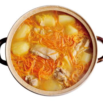 スープまで飲み干したい! 鶏肉とじゃがいも、にんじんの味噌鍋【絶品鍋レシピ28days】