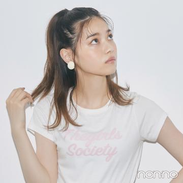 西野七瀬のトップス別盛れるヘアアレ★ コンパクトロゴTシャツ×高めハーフアップ