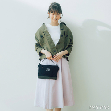 西野七瀬はカーキシャツとピンクスカートで絶妙甘辛バランスに!【毎日コーデ】