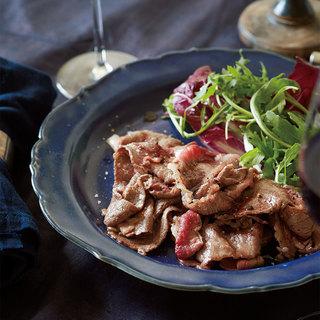 進化を遂げた「日本の赤ワイン」に、和牛の薄切り肉が合う!【平野由希子のおつまみレシピ #34】