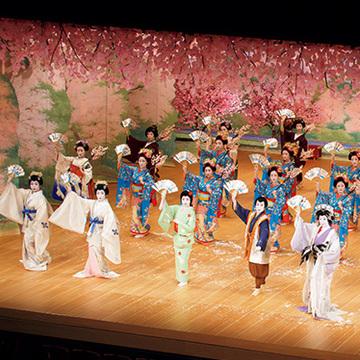 """本物の桜以上の高揚感! 京の春の風物詩""""都をどり""""を【「京都」桜にまつわる10の愉しみ】"""