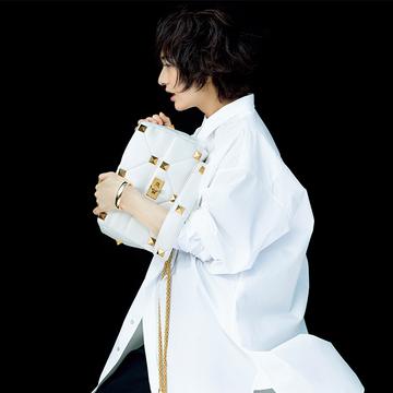 「ヴァレンティノ」の新作バッグで装いリフレッシュ【富岡佳子の愛すべき名品バッグ】