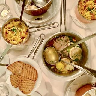 一皿で三度美味しい、ウィーン名物・幸せのスープ。