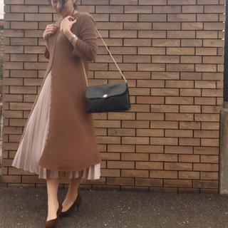 トレンドのサテンプリーツスカートが、まさかのお値段でした。
