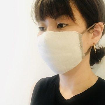 リバーシブル布マスクの着用写真②
