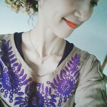 刺繍ワンピースでクラシカルに美術館へ。
