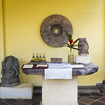 バリ アートを楽しむ午後 コマネカ アット モンキー フォレスト【インドネシアのお薦めホテル】