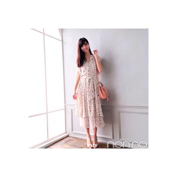 新川優愛はロング丈の花柄ワンピでこなれ感アップ!【毎日コーデ】