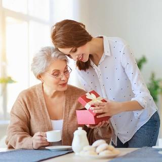 アラフォー女性たちの約9割が「親孝行」を意識!どんな親孝行をしたい?