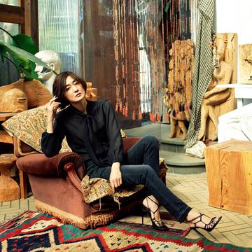 サンローランのデニムでジェンダーレスな美しさを【富岡佳子の「名品が私に教えてくれること。」vol.6】