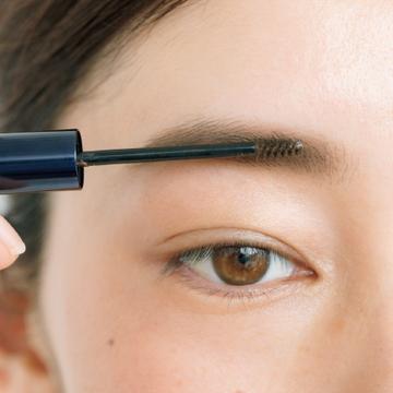 【step.5】眉マスカラで毛の勢いをつける