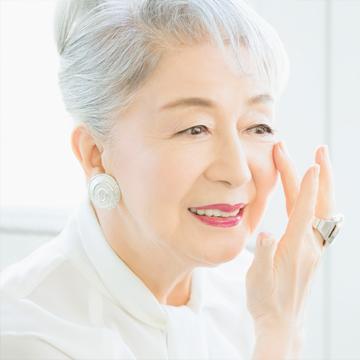 女優、草笛光子さんの20年愛用コスメとは