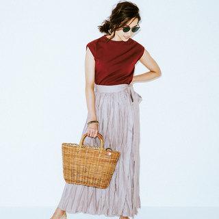 すこし肩にかかるくらいがアラフォー向き。スカートに合う「ノースリーブTシャツ」